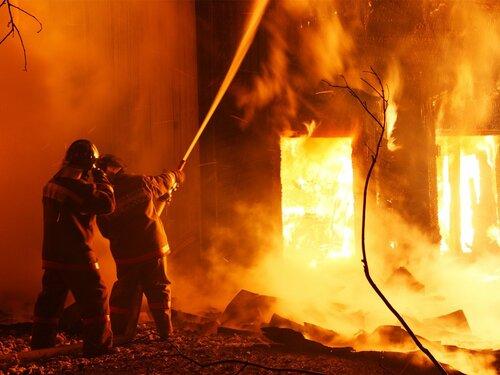 Сильный пожар на складах в Кишиневе на ул. Буна Вестире