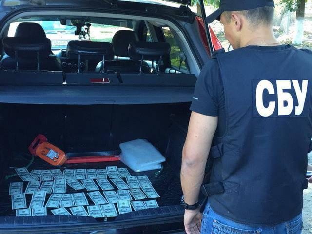 Руководитель РГА на Виннитчине задержан на взятке: требовал от местного фермера почти 4 тыс. долларов. ФОТОрепортаж