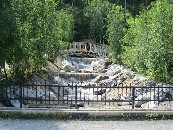 Рукотворный Каскад водопадов реки Каменка