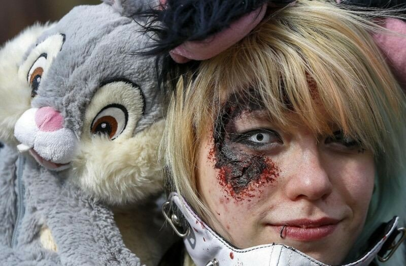 Окровавленные зомби в Брюсселе на фестивале фантастики 0 16078b b934f8db XL