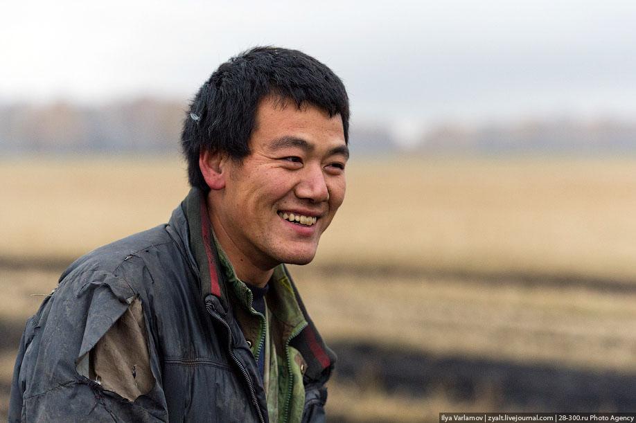12. Китайцы миролюбивы и неконфликтны, хотя один гад все пытался натравить на меня собаку и запрещал