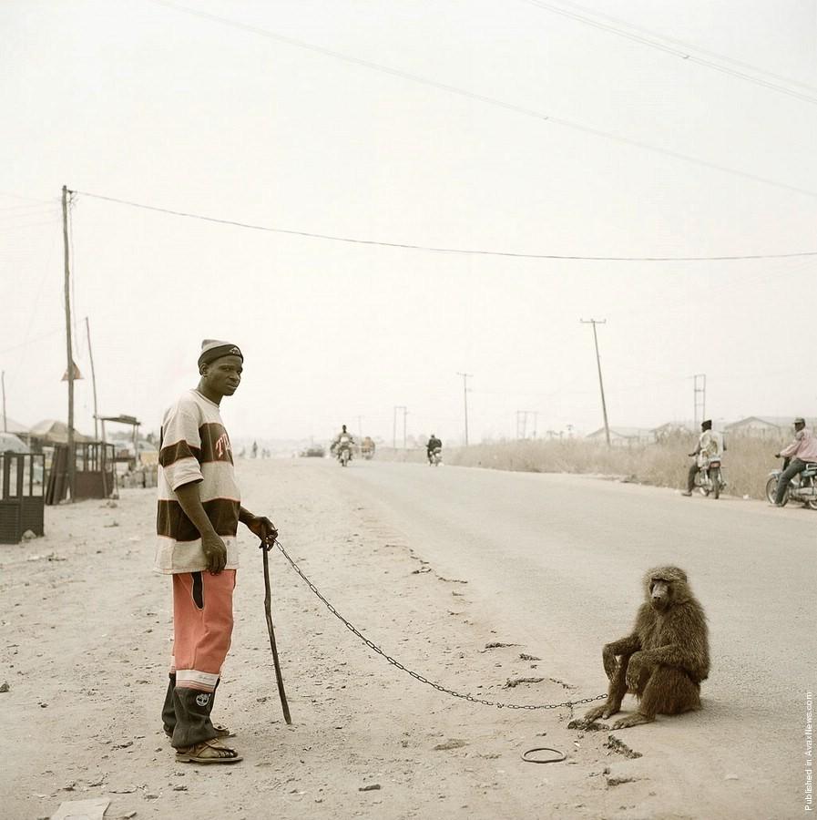 2. Гаруба Яку с Рандо, Нигерия. (Photo by Pieter Hugo)