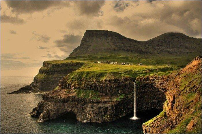 Гасадалур, на Фарерских островах В настоящее время здесь проживают всего шестнадцать человек.