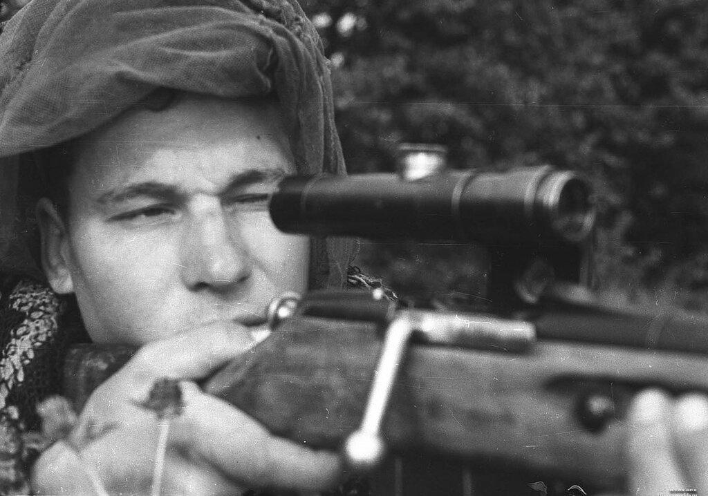 Снайпер Сергей Весбердев. 1944.jpg