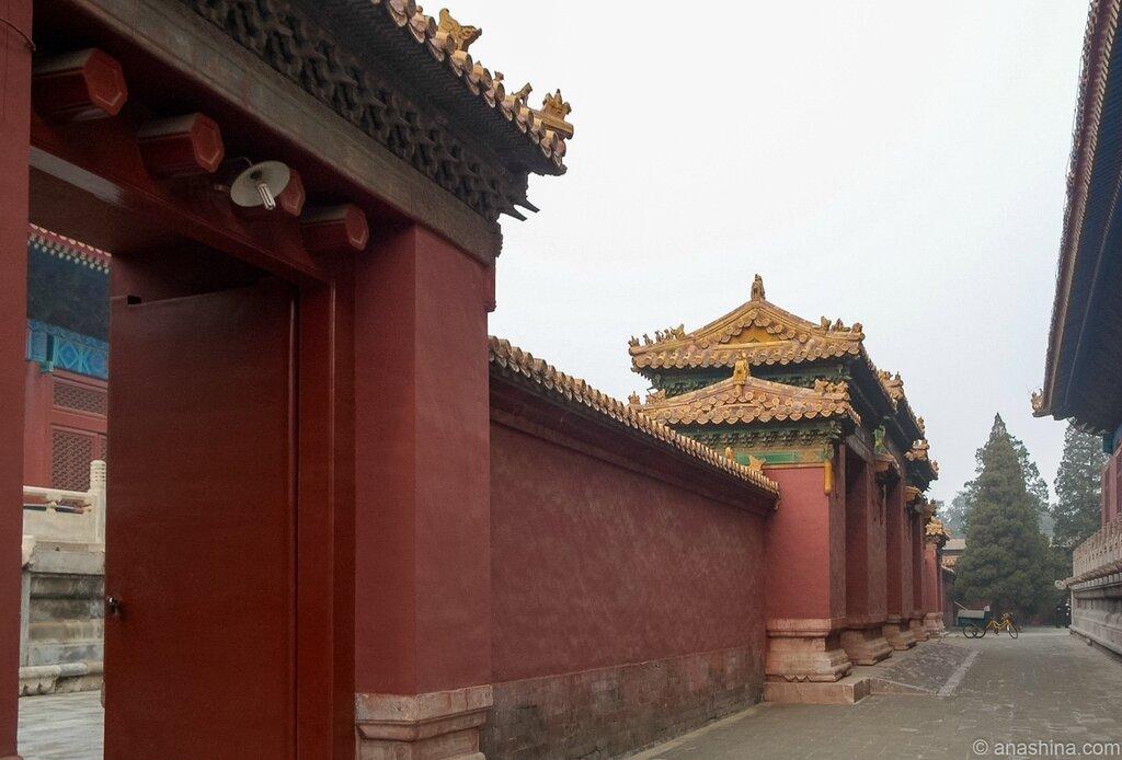 Стена с воротами между Залом Покоя и Храмом Предков, Храм Императорских Предков, Пекин