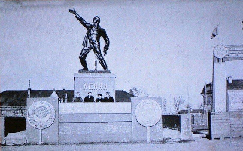 461174 Памятник В.И.Ленину Александровск-Сахалинский 1937.jpg
