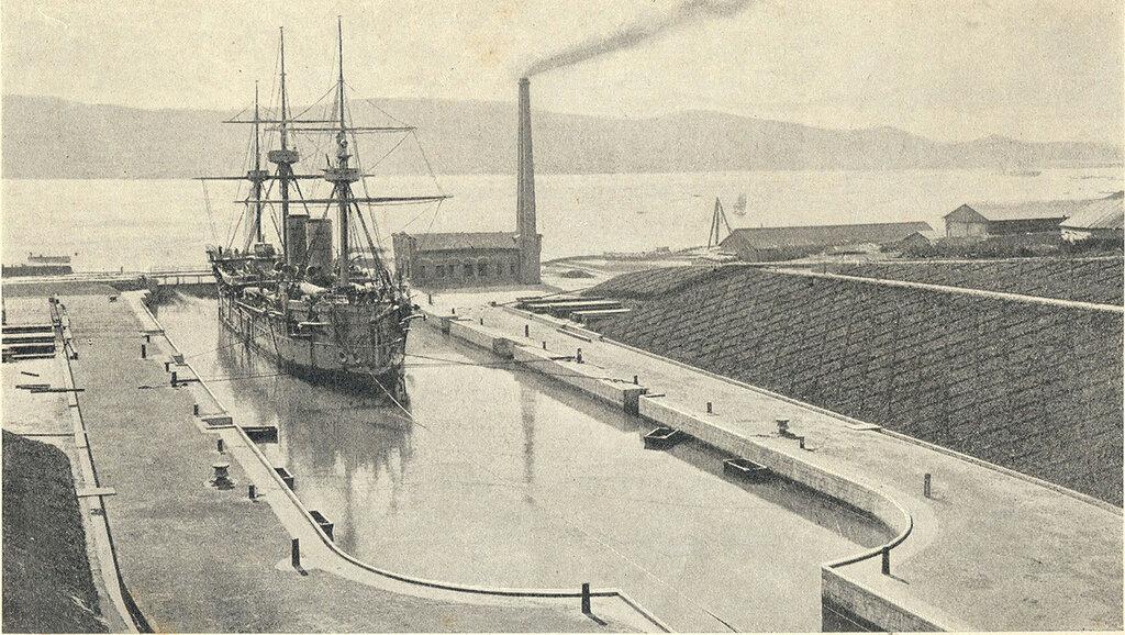 466037 Дмитрий Донской в сухом доке Владивостока 1897.jpg