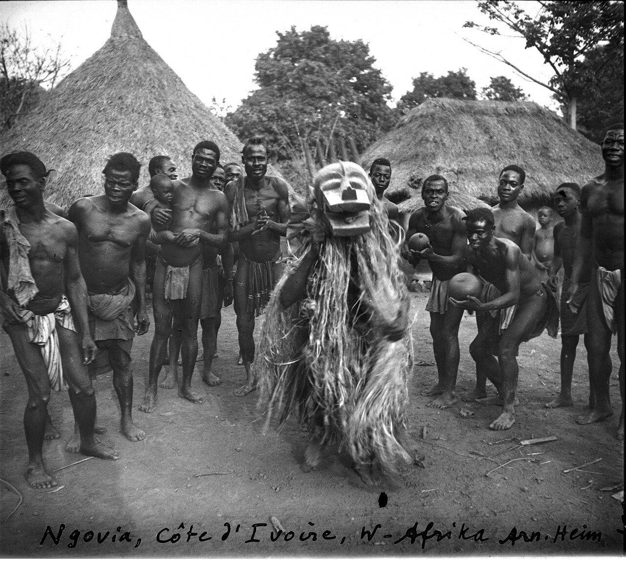 Берег Слоновой Кости. Ритуальные танцы с фетишем