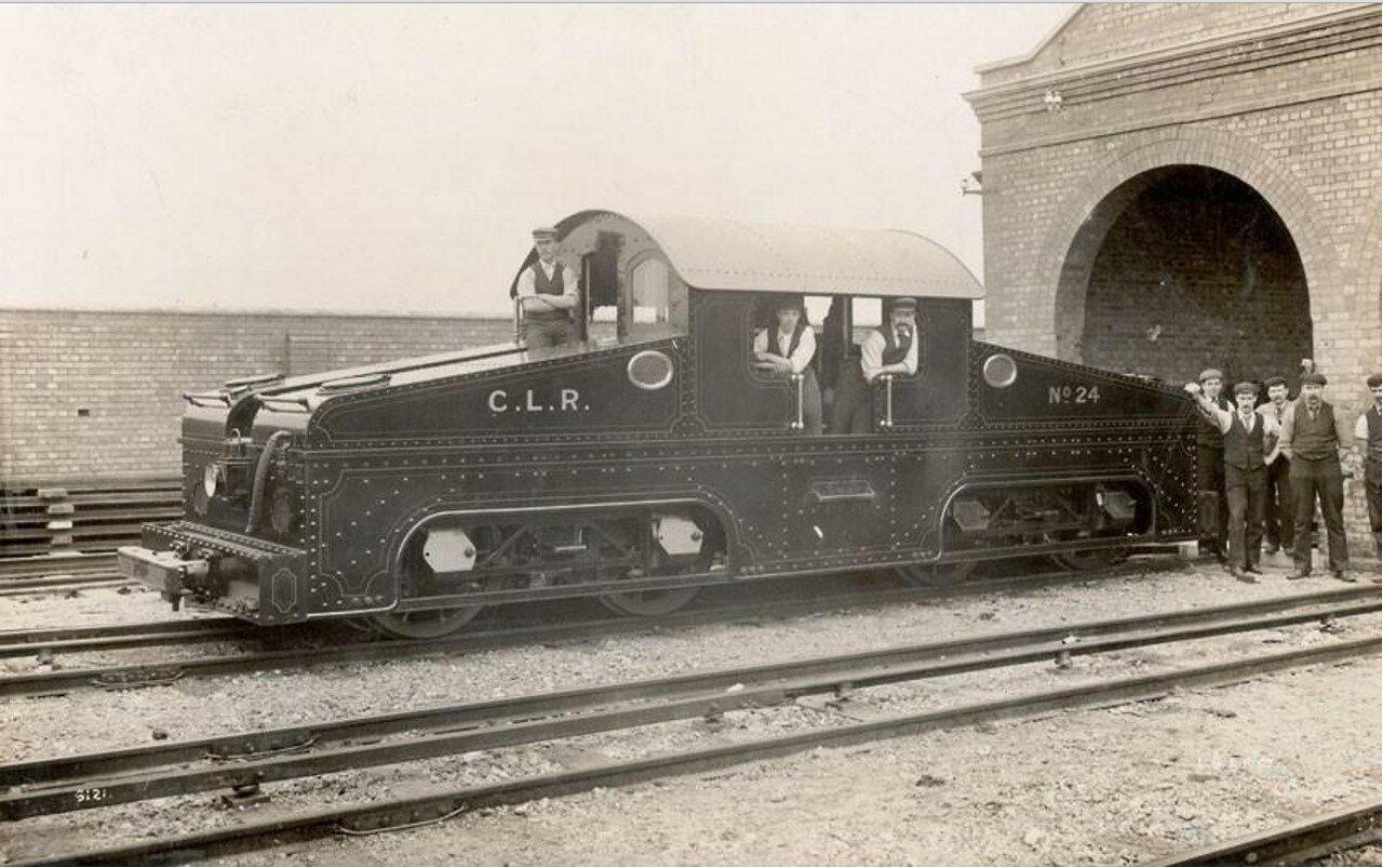 1900. Открыта Центральная Лондонская железная дорога, ставшая Центральной линией Лондонского метро. Поезд для использования под землёй, мог двигаться в обе стороны
