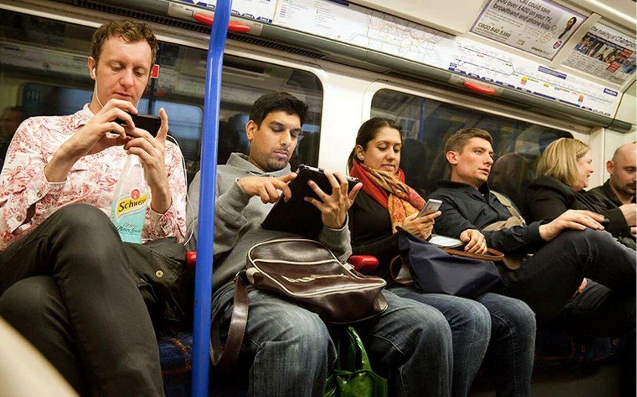2012. Пассажиры, использующие мобильные технологии, июнь