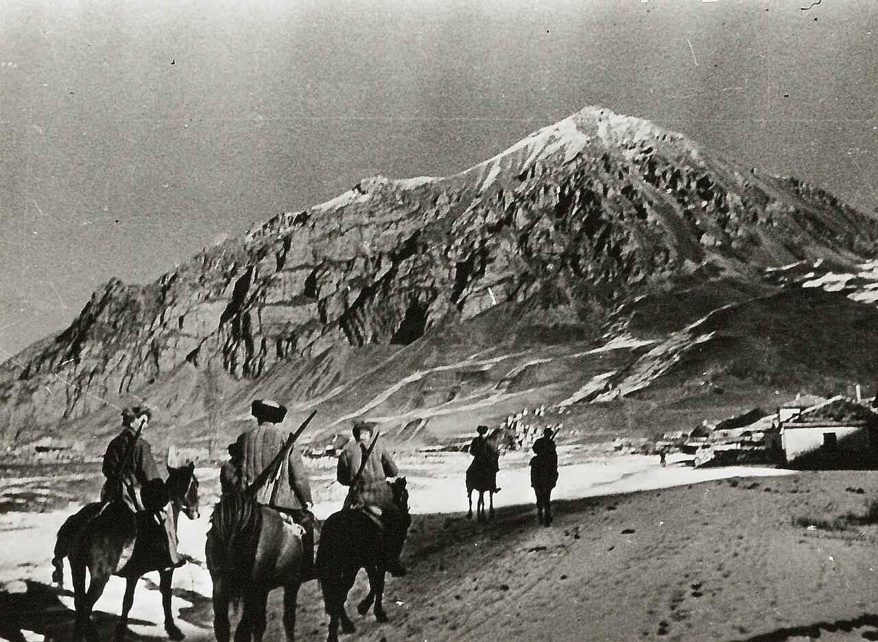 1942. Партизаны в разведывательном походе на Кавказе