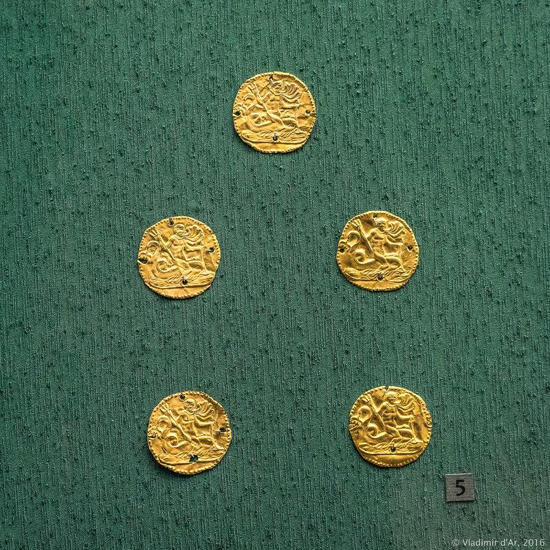 Бляшки нашивные с изображением морского божества. III в. н.э. Керчь.