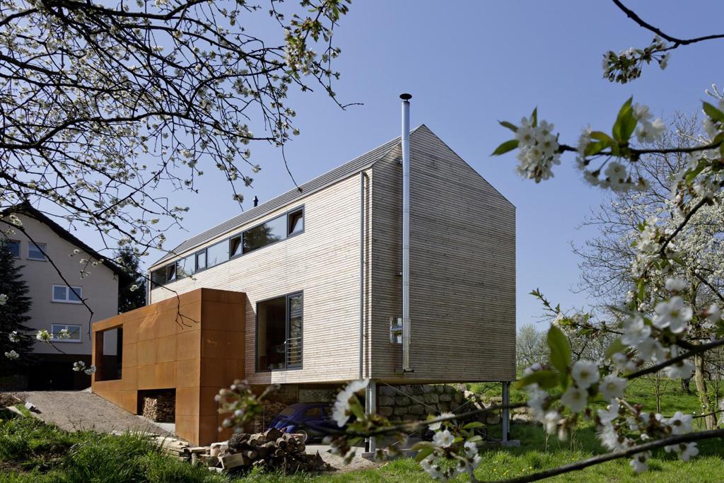 berraumkirschbltenhaus2.jpg