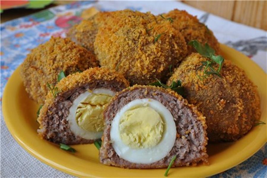 «Сюрприз» (яйца в мясном фарше)