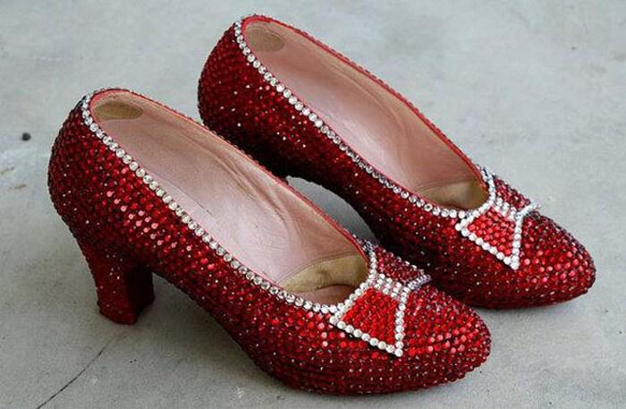 Рубиновые башмачки В 1939 году в Голливуде вышел на экраны фильм «Волшебник страны Оз», ставший одни