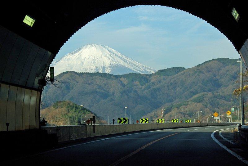 Гора Фудзи является популярным в Японии и за её пределами местом среди туристов. С 1 июля по 27 авгу