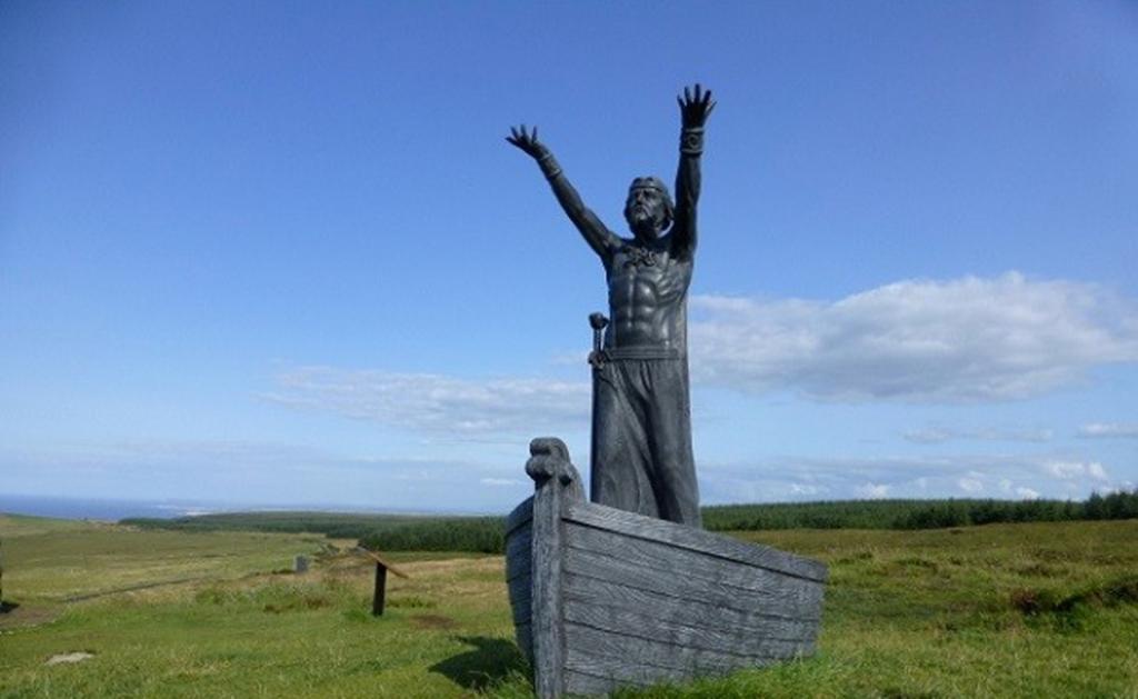Броня не могла остановить удар этого меча, принадлежащего кельтскому богу моря Мананнану МакЛиру. Он