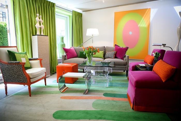 6. Позитивная комната Интересный интерьер яркой комнаты дополнен ярким ковриков для создания позитив