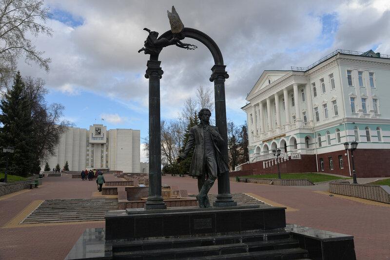 Эконом памятник Волна Горбатов Лампадка из покостовского гранита Приволжск