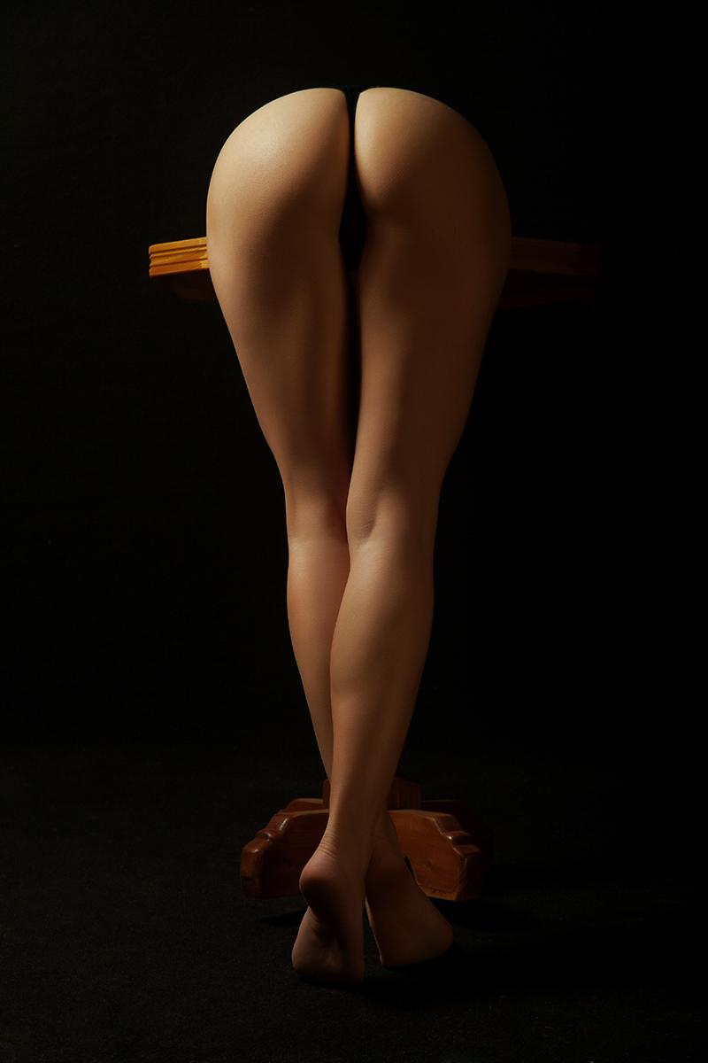 Обнаженные Ноги Девушки