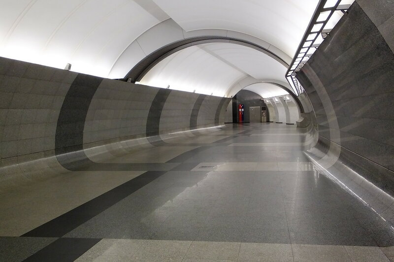 Пустынные коридоры