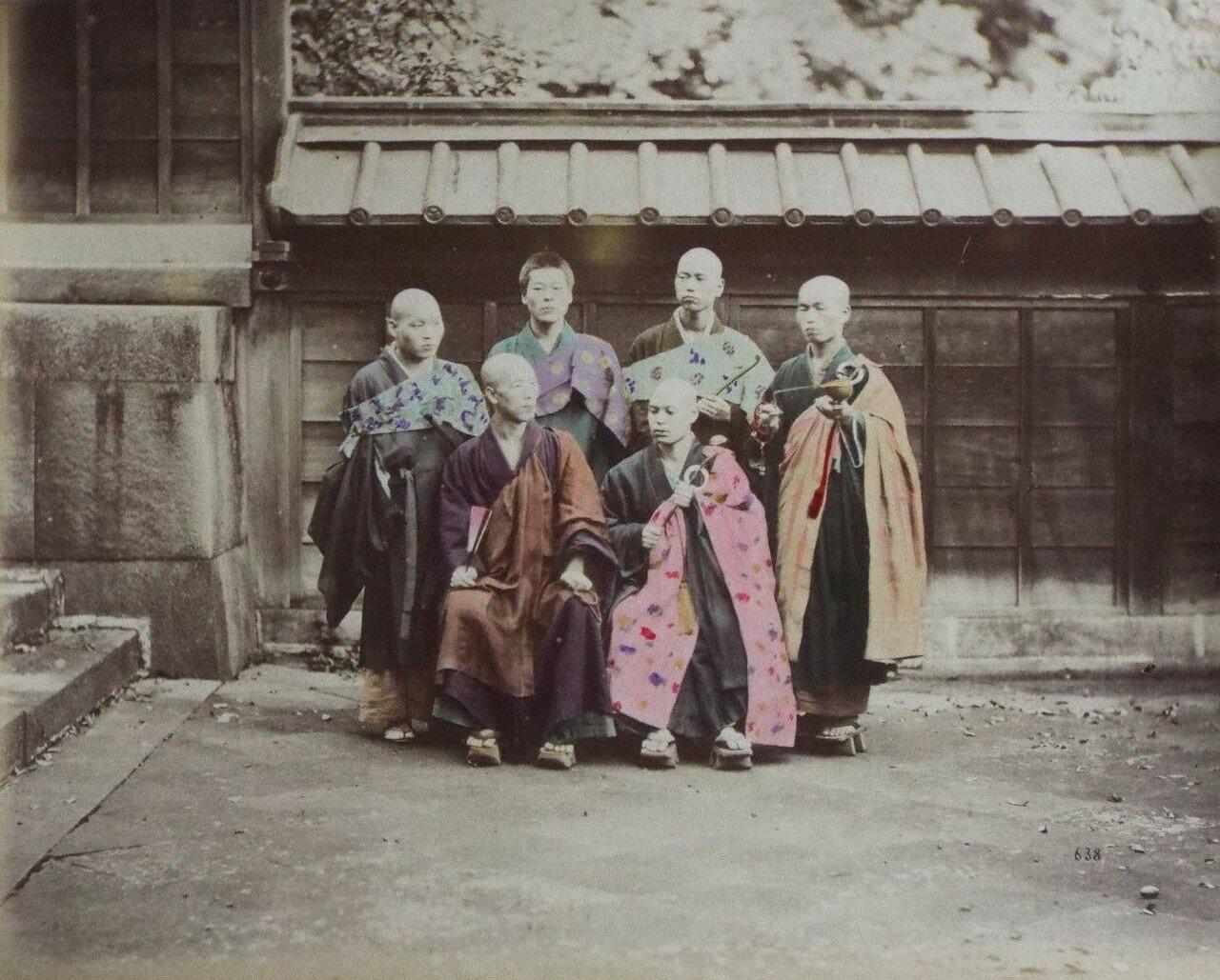 Будистские монахи