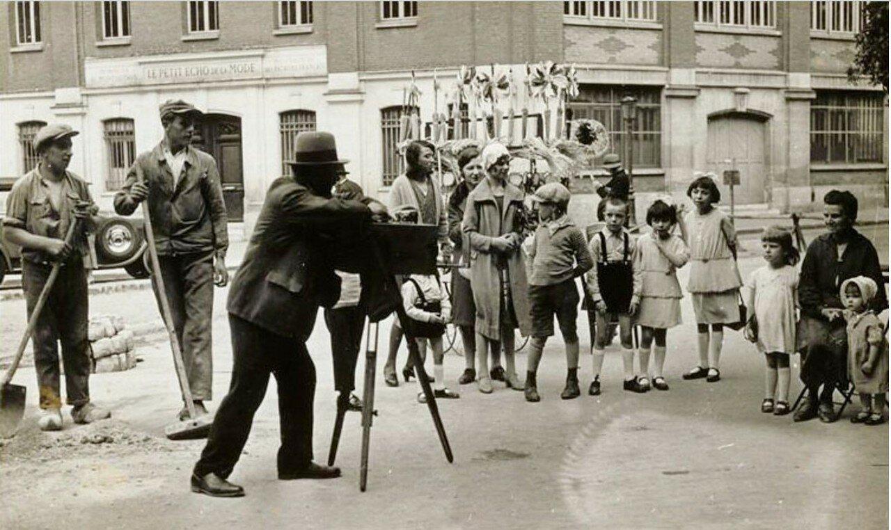 1930. Парк Монсури, странствующий фотограф