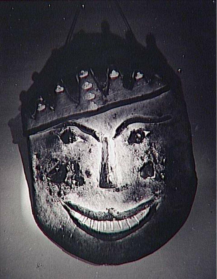 1935. Лицо, выпеченное из хлеба