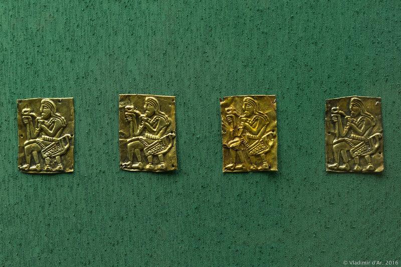 Украшения парадного пояса - бляхи с изображением скифа, держащего ритон и скипетр-секиру. IV в. до н.э.