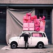 Машина с подарками