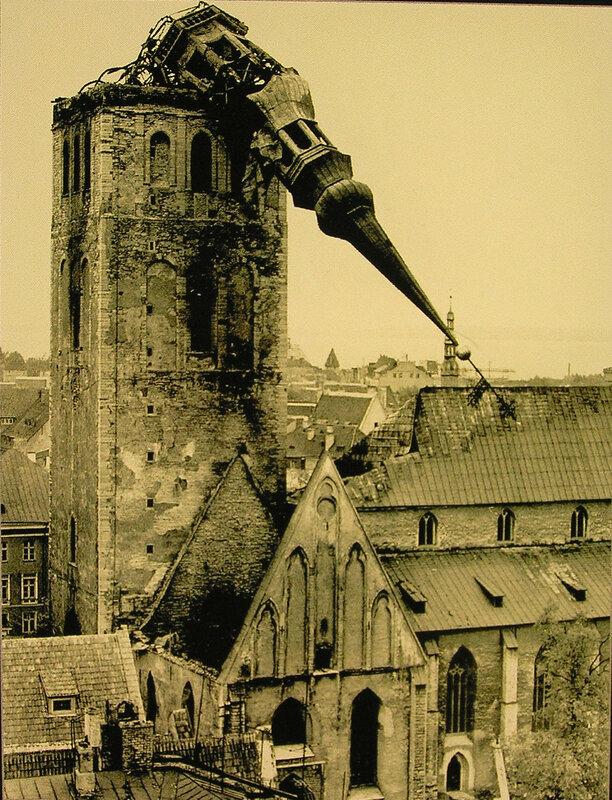 Последствия пожара в церкви Нигулисте 13 октября 1982 года.jpg