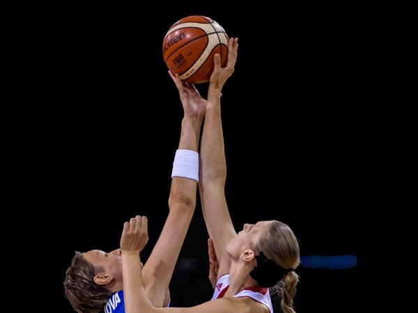 В случае сегодняшней победы над действующим чемпионом Европы Испанией россиянки смогут финишировать на первом месте своей группы
