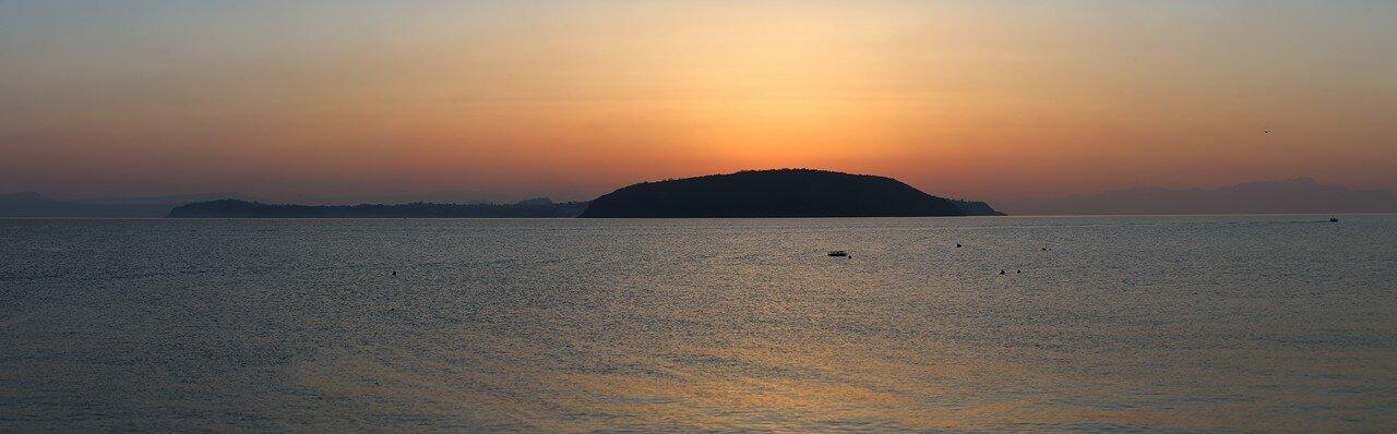 Рассвет в Неаполитанском заливе. Остров Прочида.