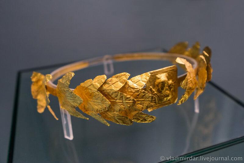 Венок погребальный с изображением Афродиты Урании и Эрота. Золото. Вторая середина III в. н.э.