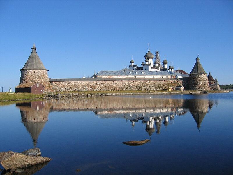 Соловецкий монастырь. Вид со стороны озера Святого.