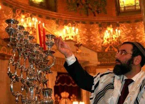 Иудеи всего мира, включая Молдову - сегодня празднуют Хануку