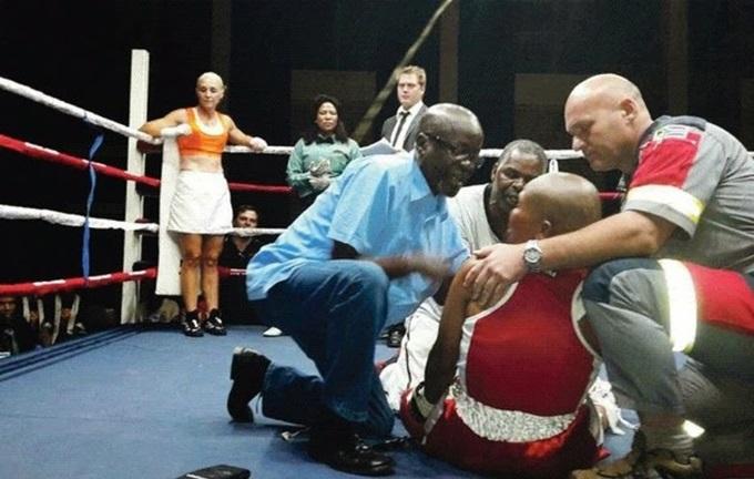 Южноафриканская женщина боксер умерла после мощного удара на ринге
