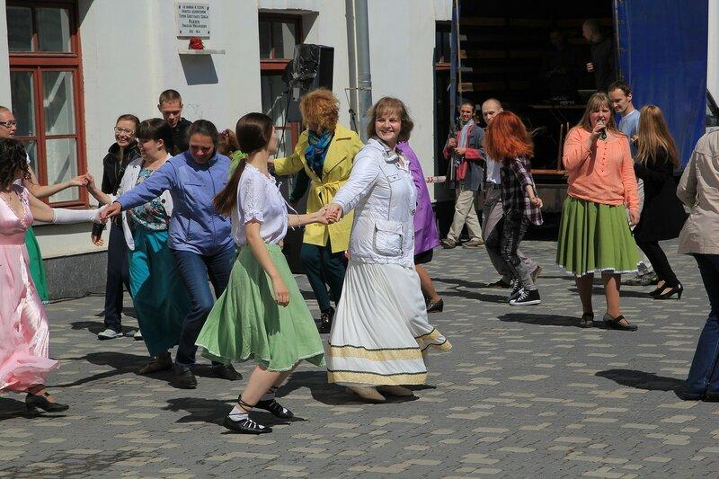 Танцы - «Вятский Арбат» в день города-2015 на пешеходной улице Спасской