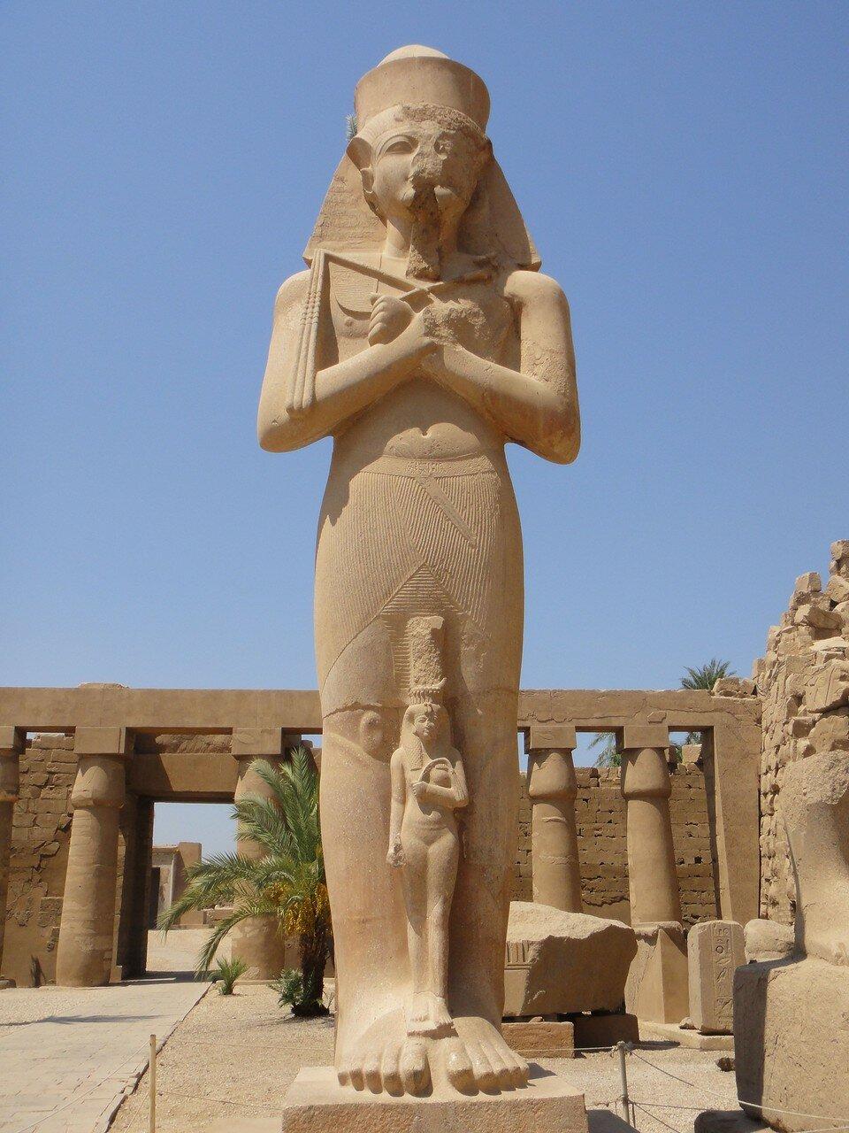 Карнак. Статуя Рамсеса II