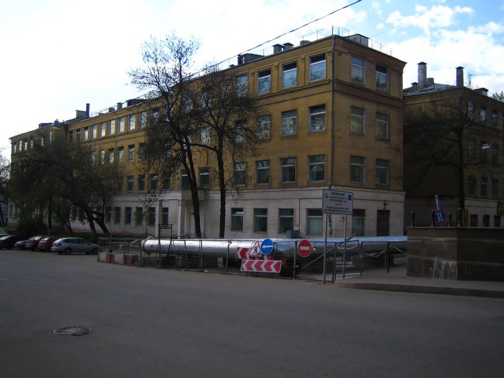 Электромеханический колледж (бывший техникум, а ранее просто школа) на Хитровской площади