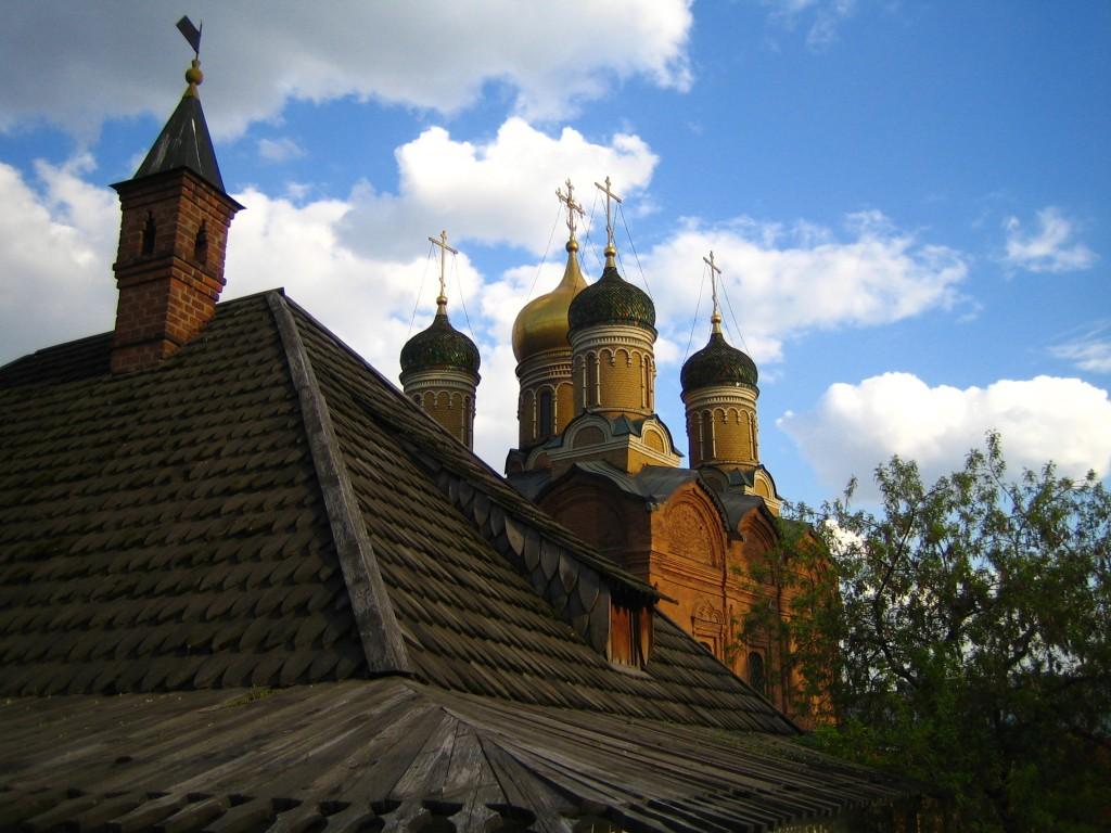 Крыша келейного корпуса Знаменского монастыря, Собор Иконы Божией Матери «Знамение»