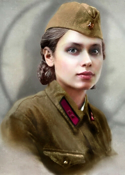 Лейтенант РККА Данилова (Степанова) Александра Васильевна. Родилась в г. Ульяновске. Фото 1941 года..jpg