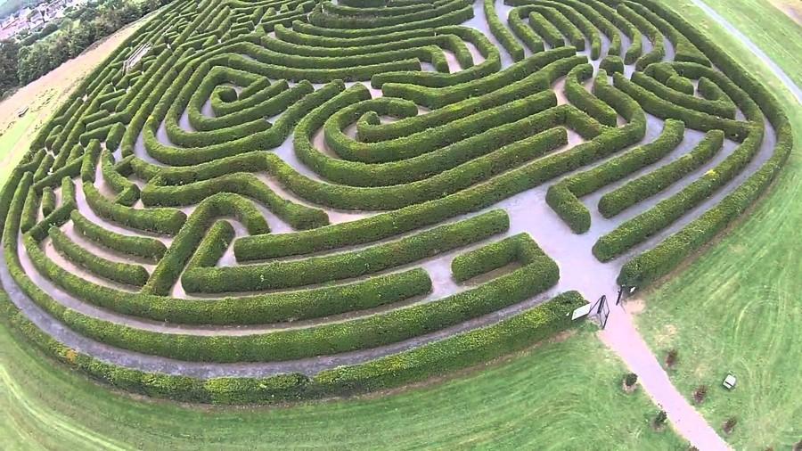 7. Лабиринт мира (Каслуэллан, Ирландия) Лабиринт мира площадью 1 гектар был посажен в 2000 году, что