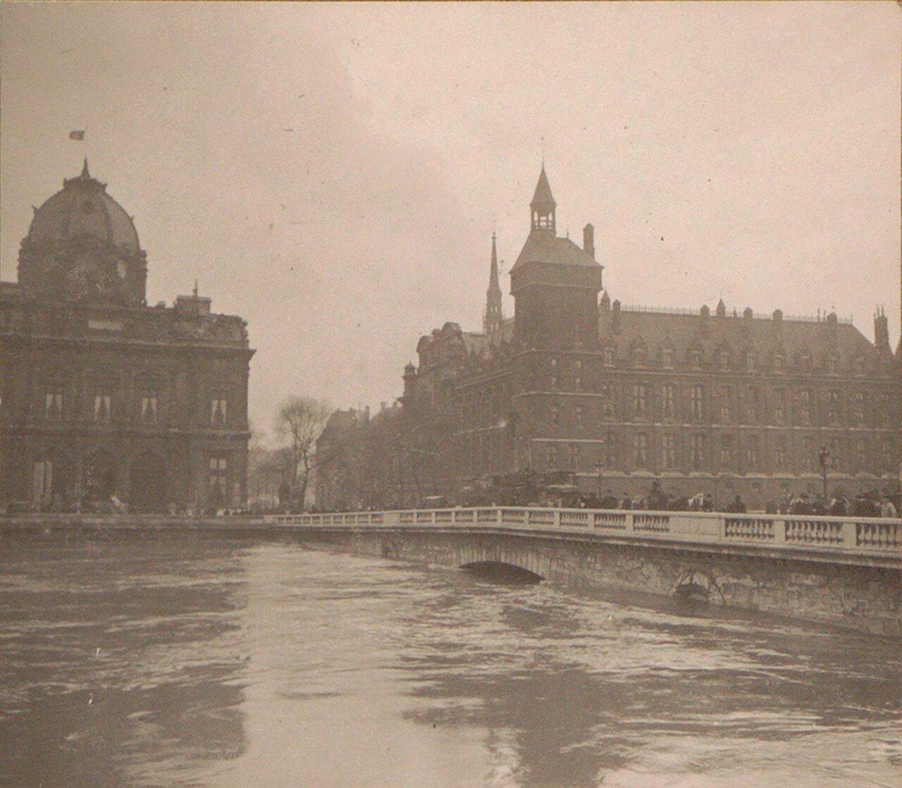 1910. Очень высокий уровень воды в реке Сене