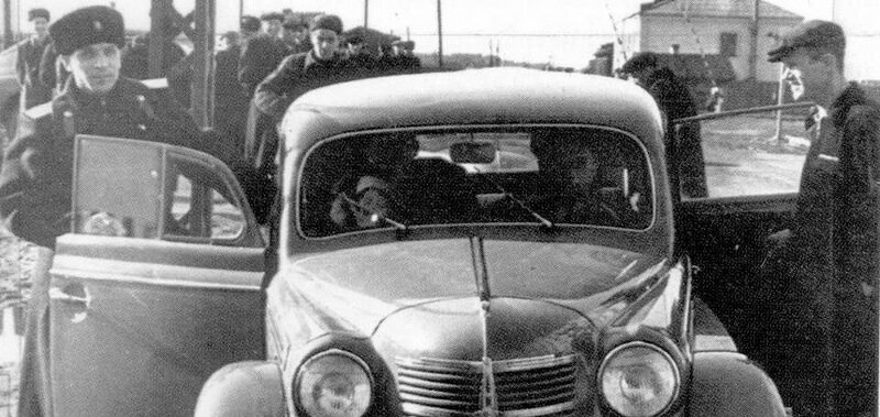 Первый патрульный автомобиль в Иркутске.jpg