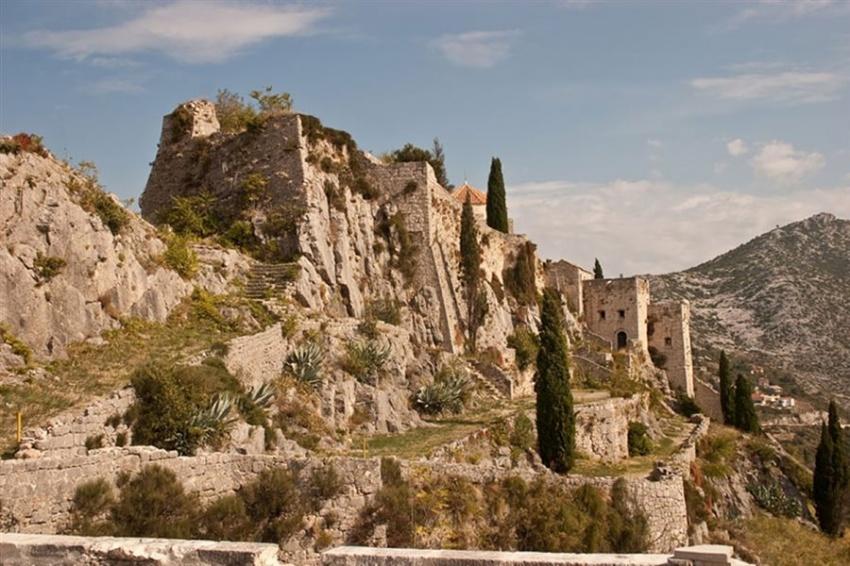 Орлиное гнездо вдолине Аррен— Метеора, Греция
