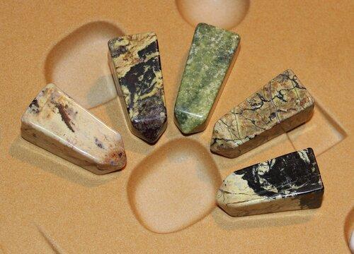 Энергия Камней №72 - Серпентин с магнетитом