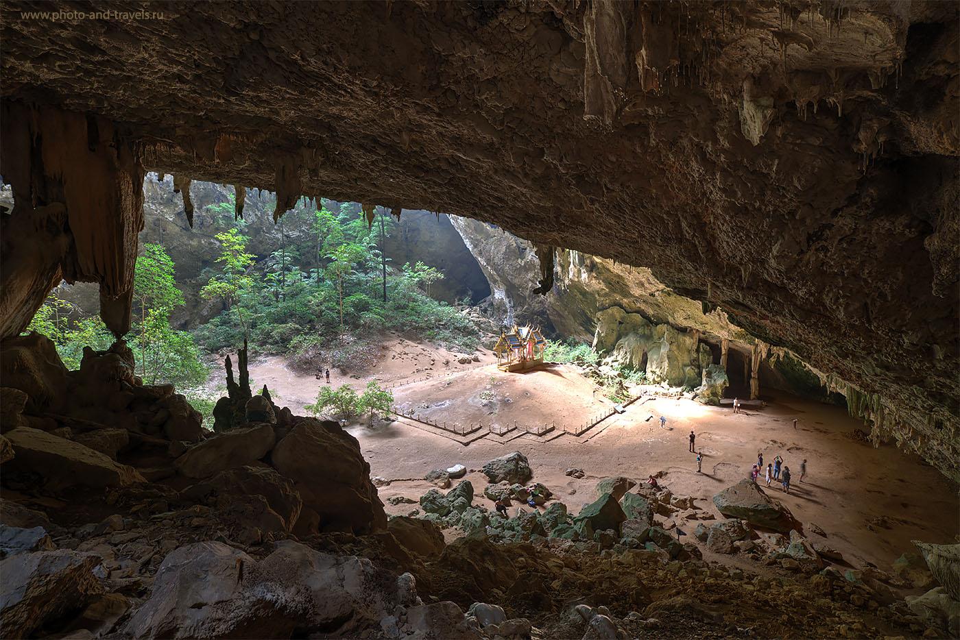 Фотография 11. Величественная пещера Пхрайя Накхон (Praya Nakhon Cave) в Таиланде. HDR из трех кадров. Снято на зеркалку Nikon D610 со штатива Sirui T-2204X. Объектив Samyang 14/2.8. Параметры съемки: 1/1.7 сек, -0.33 eV, приоритет диафрагмы, f/8, 14 мм, 100, отключена.