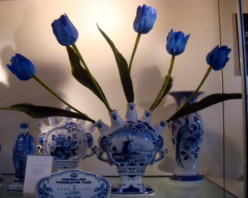 горячие влажные голландская ваза для тюльпанов слабости показываются мельчайших