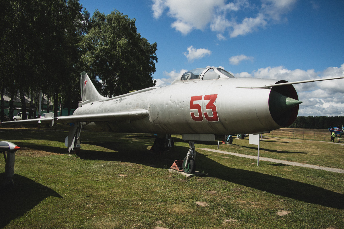 Истребитель-бомбардировщик Су-7БМК — первый серийный сверхзвуковой самолет ОКБ Сухого. За первые пят